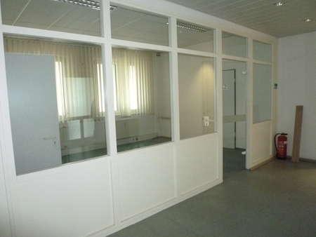 Offensichtlich ! Helles Etagenbüro mit umlaufend Glas