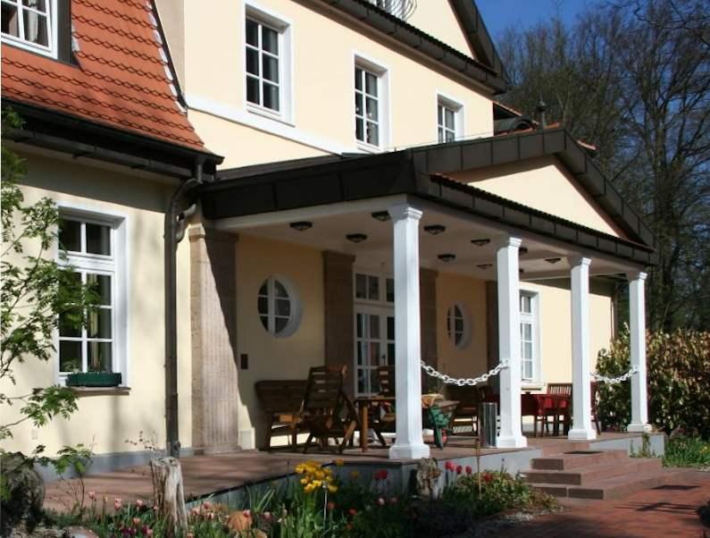 Originelles Gutshaus mit 70000 m² Grundstück als Privat- oder Gewerbeimmobilie