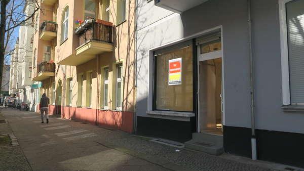 Sichtweite  Schönhauser Allee:  kleines Ladenbüro