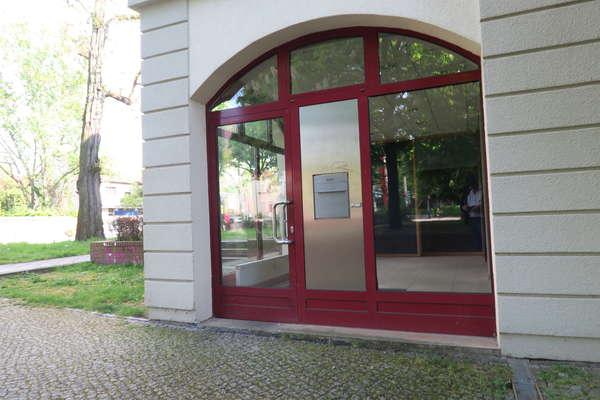 Südlich! Interessantes Ladenbüro in Lichterfelde