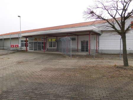 Gute Adresse: Servicefläche neben Discounter und Tankstelle