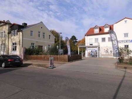 ausbaufähig: Wohn- und Geschäftshaus mit Nebengelass und eigenen Stellplätzen